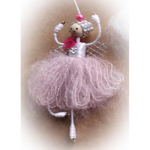 Pink elverpige med snor Højde ca. 9 cm.